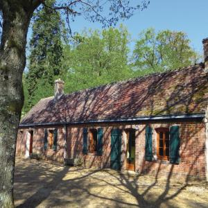 Hotel Pictures: One-Bedroom Holiday home with a Fireplace in Coudrecieux, Coudrecieux