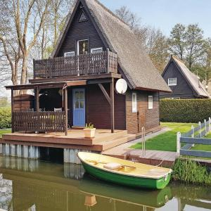 Hotel Pictures: Holiday home Bootshaus Nr. V, Teterow