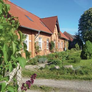 Hotel Pictures: Apartment Bahnhofstr. 4-6 / K, Neu Gaarz