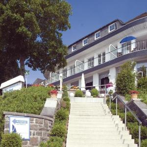 Hotel Pictures: Apartment Sorpedamm - 04, Langscheid