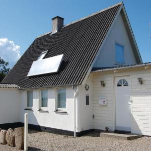 Hotel Pictures: Holiday home Skovsbovej, Illebølle