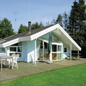 Hotel Pictures: Holiday home Gulspurvevænget Humble V, Humble