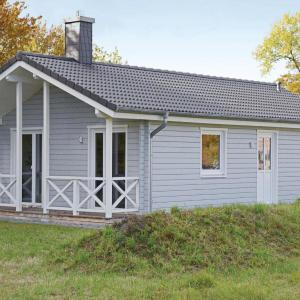 Hotel Pictures: Two-Bedroom Holiday Home in Heidmuhlen OT Klint, Klint