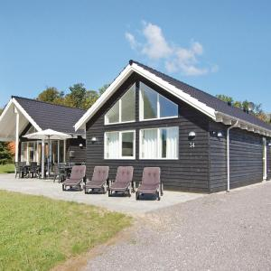 Hotel Pictures: Seven-Bedroom Holiday home Tranekær with a room Hot Tub 03, Hou