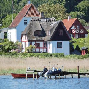 Hotel Pictures: Holiday Home Svendborg with Sea View 07, Svendborg