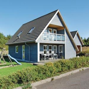 Hotel Pictures: Holiday Home Tranekær with Sea View 06, Lohals