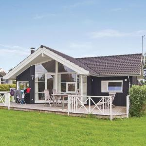 Hotel Pictures: Holiday home Strandlodden Faxe Ladeplads XII, Fakse Ladeplads