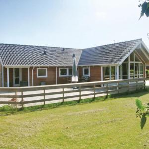 Hotel Pictures: Holiday home Vindrosen, Bogø By