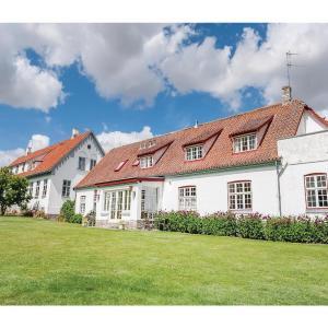 Hotel Pictures: Ten-Bedroom Holiday home Hvalsø with Sea View 04, Kirke-Hvalsø
