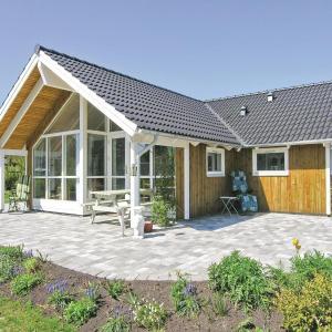Hotel Pictures: Holiday home Præstegaardsvej, Hornsved