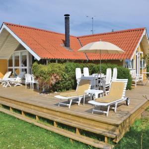 Hotel Pictures: Holiday home Vieholmgårdsvej, Tisvildeleje