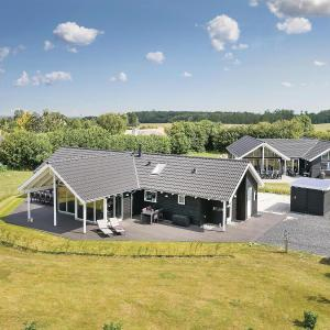 Hotel Pictures: Four-Bedroom Holiday home with a Fireplace in Bogense, Bogense
