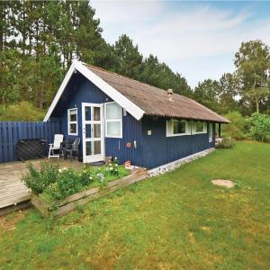 Hotel Pictures: Three-Bedroom Holiday Home in Martofte, Martofte