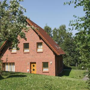 Hotel Pictures: Three-Bedroom Holiday Home in Nieheim, Nieheim