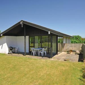 Hotel Pictures: Holiday Home Ebberup I, Helnæs By