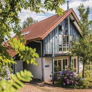 Hotel Pictures: Three-Bedroom Holiday Home in Uslar, Uslar