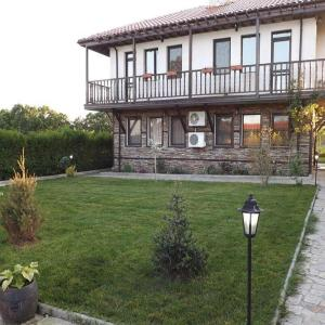 Fotos de l'hotel: Three-Bedroom Holiday Home in Velika Village, Zvezdets