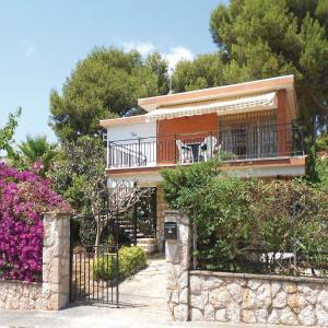 Hotel Pictures: Three-Bedroom Holiday Home in Segur de Calafell, Segur de Calafell
