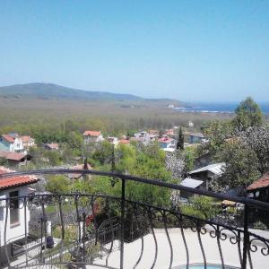 Fotos de l'hotel: Three-Bedroom Holiday Home in Primorsko, Byala Voda