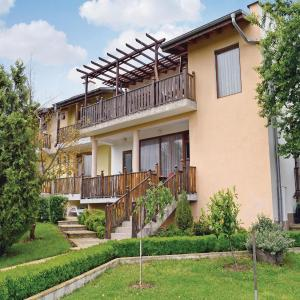 Hotel Pictures: Four-Bedroom Holiday Home in Village Fazanovo, Fazanovo