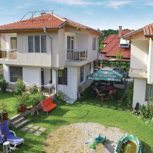 Fotos de l'hotel: Four-Bedroom Holiday Home in Village Velika, Velika