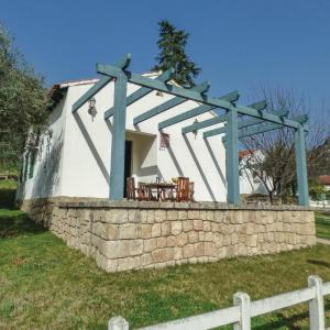 Hotel Pictures: Three-Bedroom Holiday Home in Salto de Saucelle, Saucelle