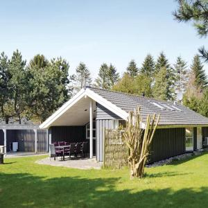 Hotel Pictures: Three-Bedroom Holiday home Græsted with a Fireplace 01, Udsholt Sand