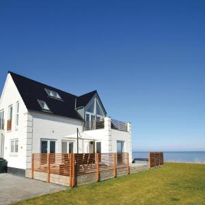 Hotel Pictures: Holiday Home Torrig L with Sea View 05, Kragenæs