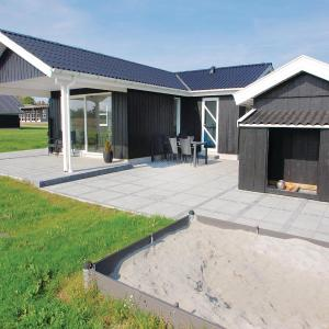 Hotel Pictures: Three-Bedroom Holiday home Haderslev with a Fireplace 06, Knud