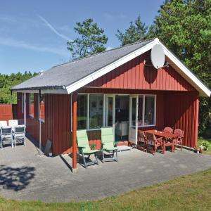 Hotel Pictures: Holiday home Fyrrekrat with fireplace and shower, Søndervig