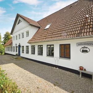 Hotel Pictures: Six-Bedroom Holiday Home in Vojens, Vojens