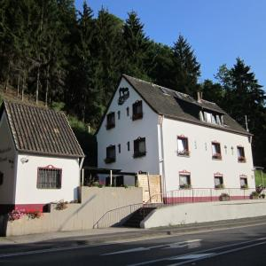 Hotel Pictures: Gästehaus am Fels, Altenahr