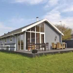 Hotel Pictures: Holiday home Farsø 48, Hvalpsund