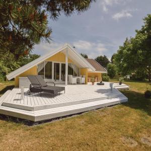 Hotel Pictures: Three-Bedroom Holiday Home in Skalskor, Skælskør