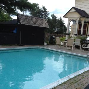 Hotel Pictures: Rideau Lakes Country Home, Westport