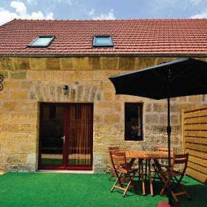 Hotel Pictures: Apartment Les Eyzies de Tayac 81 with Outdoor Swimmingpool, Les Eyzies-de-Tayac