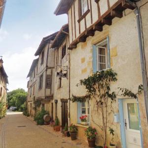Hotel Pictures: Holiday Home Saint Jean de Cole with a Fireplace 05, Saint-Martin-de-Fressengeas