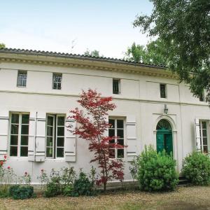 Hotel Pictures: Holiday Home St Medard De Mussidan Rue De Piquenat, Saint-Martin-l'Astier