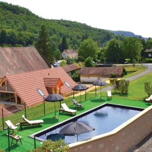 Hotel Pictures: Holiday home Les Eyzies de Tayac 79 with Outdoor Swimmingpool, Les Eyzies-de-Tayac