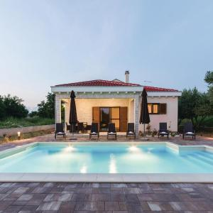 Φωτογραφίες: Three-Bedroom Holiday Home in Privlaka, Privlaka
