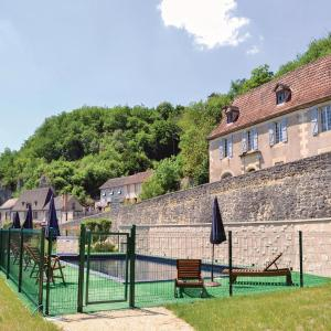 Hotel Pictures: Holiday home Les Eyzies 74 with Outdoor Swimmingpool, Les Eyzies-de-Tayac