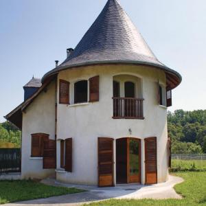 Hotel Pictures: Three-Bedroom Holiday Home in Lucq de Bearn, Lucq-de-Béarn