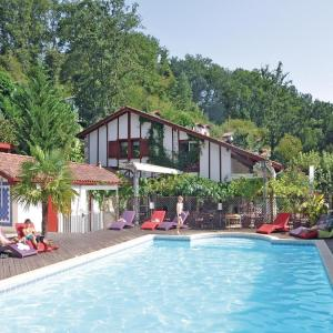 Hotel Pictures: Holiday home La Bastide Clairence 41 with Outdoor Swimmingpool, Labastide-Clairence