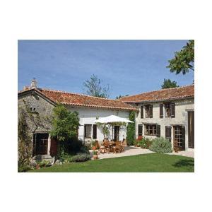 Hotel Pictures: Studio Holiday Home in Nanteuil-de-Bourzac, Nanteuil-de-Bourzac