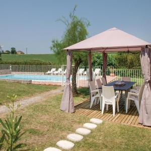 Hotel Pictures: Studio Holiday Home in Beauville, Beauville