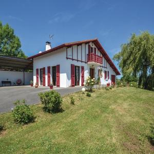 Hotel Pictures: Studio Holiday Home in Beguios, Béguios