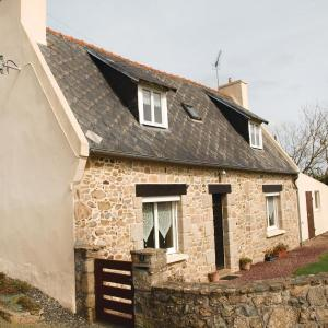 Hotel Pictures: Two-Bedroom Holiday home 0 in Plougrescant, Plougrescant