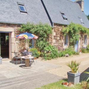 Hotel Pictures: Holiday home Notre Dame de Cenilly O-687, Locquémeau
