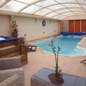 Hotel Pictures: Holiday Home Frehel with Hot Tub I, Frehel
