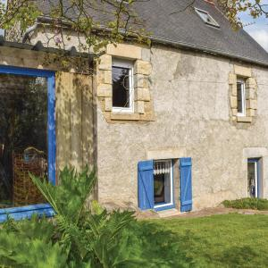 Hotel Pictures: Two-Bedroom Holiday Home in Plouguiel, Plouguiel